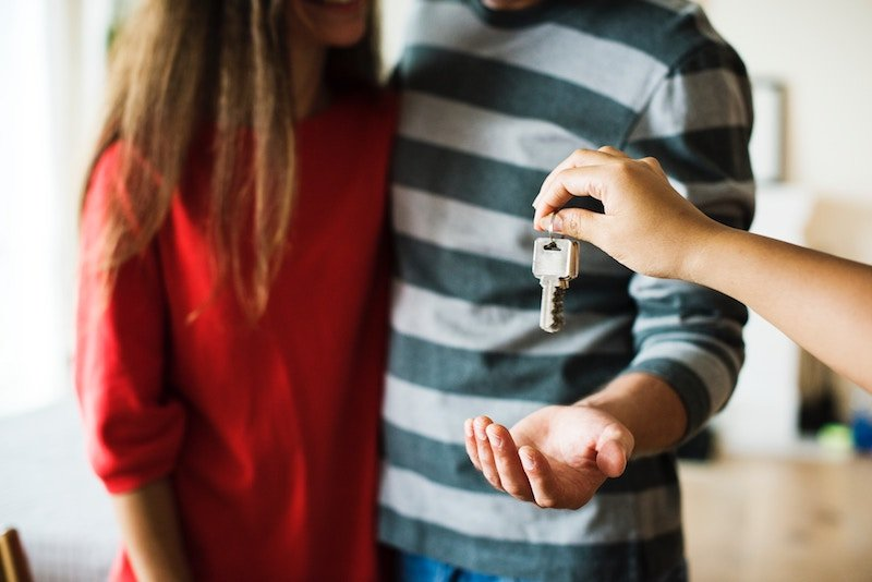 homeowners being given keys